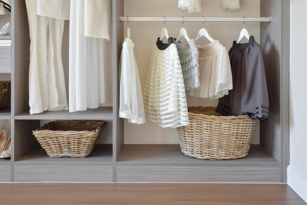 comment organiser son dressing leader habitat. Black Bedroom Furniture Sets. Home Design Ideas