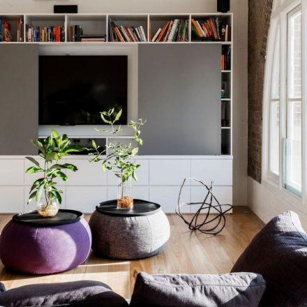 salon-avec-tele-qui-disparait-dans-un-meuble_5914306