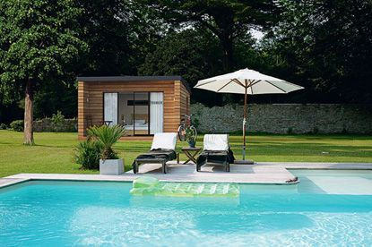 Abri de jardin pour piscine